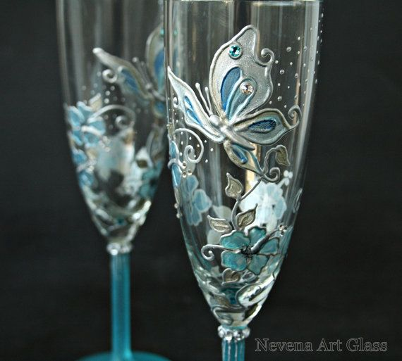 Boda a mano de copas de champán pintado en crema por NevenaArtGlass