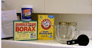DIY Cloth diaper detergent! Genius!!!   2 cups of Arm & Hammer Washing Soda (not baking soda!) 2 cups of Oxygen cleaning powder, such as Oxyclean (I used Sun brand from walmart)