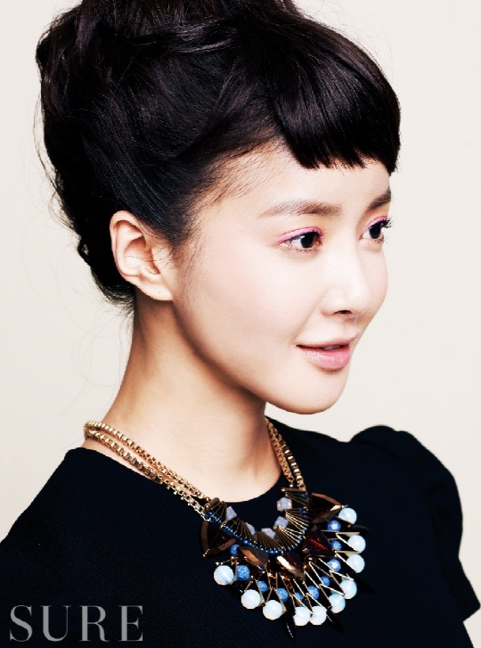 Lee Si Young Sure February 2013
