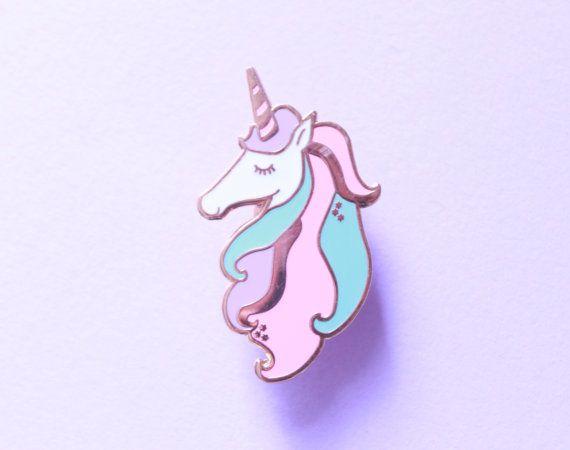 Super süß, magische, Pastell Einhorn Pin aus rose gold Emaille gefertigt. Dieser magische Stift ist inspiriert von meiner Liebe Einhörner und