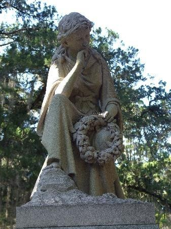 Bonaventure Cemetery: archangel