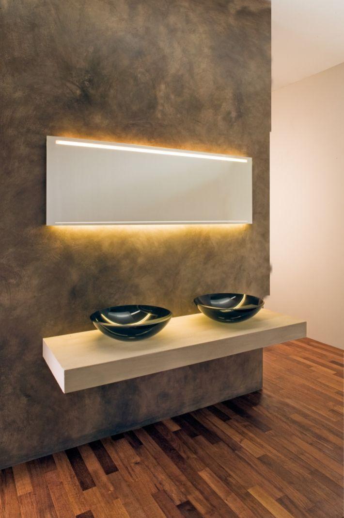 ... und schmal Badspiegel mit Frontbeleuchtung und Hintergrundbeleuchtung