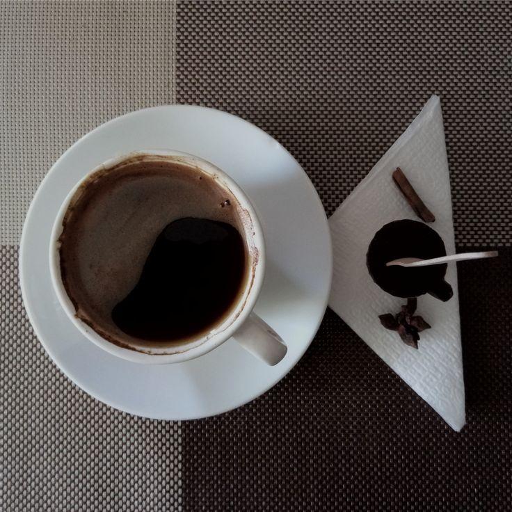 Аромат свежесваренного #кофе и #шоколад подымут даже утром в #понедельник 😃 кроме того #черныйшоколад еще и полезен 😉
