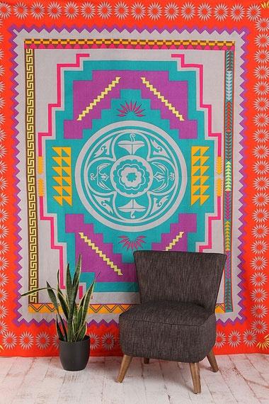 Dessus de lit style tapisserie à motif médaillon du sud-ouest américain chez Urban Outfitters