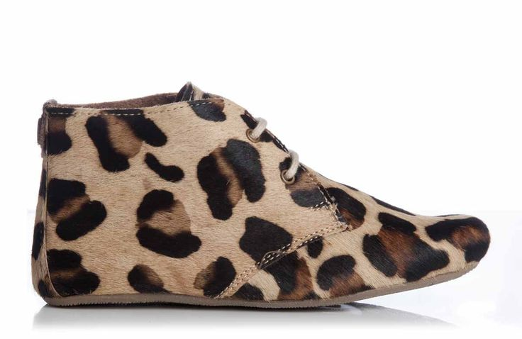 Super hippe meiden schoentjes van Maruti! Deze fijne schoentjes zijn van binnen en buiten helemaal van leer. De schoentjes zijn heel licht en zullen aanvoelen als slofjes.
