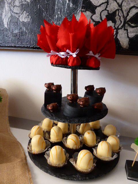 Haz tus presentaciones en vertical utiliza #torres para #catering ##eventos #presentaciones #mesachic #bodas #desfiles #moda #gastronomía ahorra espacio con nuestras #torresdepizarra #elegancia #funcionalidad #calidad #diseño VENTA ONLINE www.platosypizarras.com. #torredulce #cupkake