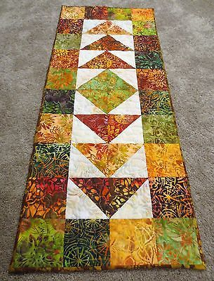 1552 best Quilted Tablerunners & Toppers images on Pinterest ... : quilted pictures - Adamdwight.com