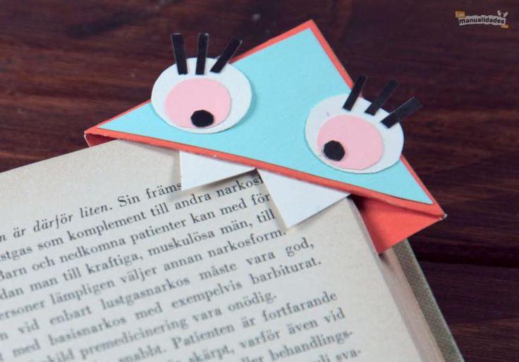 No hay nada mejor que un práctico marcalibros para asegurarnos no perder la hoja del libro que estamos leyendo. Y si ese marcador de libros es original y de lo más divertido, ¡aún mejor! Hoy en LasManualidades te enseñaré a hacer unos novedosos marcadores para libros. Tan sol