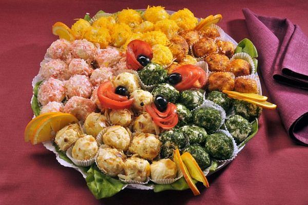 ✔1. Оригинальный салат в шарикахИнгредиенты: — Стакан отварного риса, — Банка консер. рыбки(у меня горбуша), — Яйца вар. 3 шт. — Майонез-3 стол. ложки. — Пучок укропа, — Сырая морковка-1 шт, Приготов…