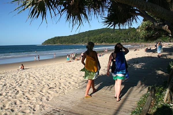 Google Image Result for http://www.bugbog.com/images/beaches/australia-beaches/noosa-beaches-1.jpg