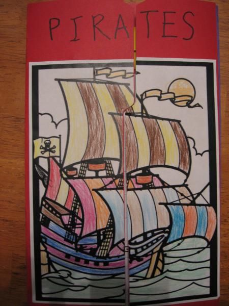 Lots of links to PRINTABLE lapbooks, resources and other ideas on learning about pirates