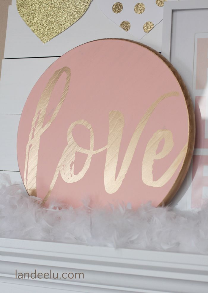 An easy and totally customizable Valentine's Day sign that you can make in about an hour (including dry time!).  Very pretty combo of pink and gold!