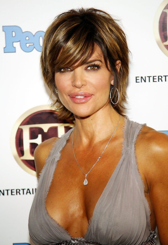 Lisa Rinna short layered bob                              …