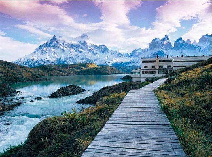 Są miejsca, które wynagrodzą każdą wielogodzinną podróż, najbardziej daleką i  męczącą. Prawdziwy azyl, zapierająca dech przyroda, wyśmienita kuchnia. Za Condé Nast Traveler publikujemy listę hoteli rekomendowanych przez ich redaktorów i współpracowników. Miejsca gdzie liczą się zarówno podróż, jak i jej cel. http://exumag.com/hotele-warte-kazdej-podrozy/