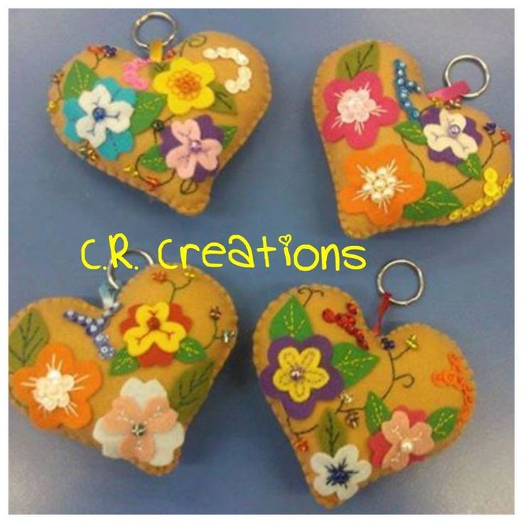 Pannolenci key chain made by @crcreationschia *** Le Maddine & Maddy https://www.facebook.com/groups/531953423561246/ *** #madeinfacebook #lemaddine #handmade #handcrafted #instagram #instapic #instagood #picoftheday #instacool #handmade #cool #cute #sewing #embroidery #felt #pannolenci #heart #love #instalove #colorful #flowers #keychain #key #crcreations #fashion