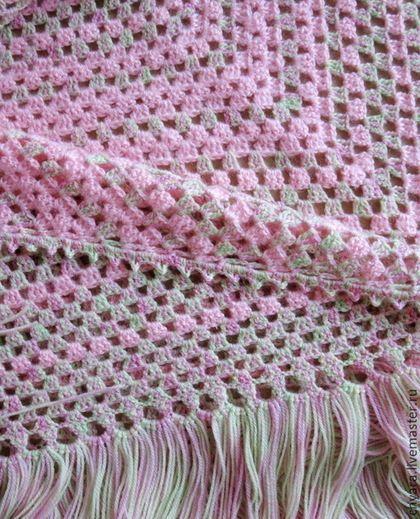 Шаль Весна связана крючком из чисто шерстяной пряжи прошедшей антиаллергенную обработку . Нежно розовые полосы связаны из мохера с коротким ворсом. Шаль Весна связана простым ажуром, но пастельные цвета- розовый, салатный и желтый придают ей необычайную нежность . Детская шерсть с антиаллергенной обработкой делают её сказочно мягкой. Шаль Весна и не маленькая , и не огромная, а именно такого…