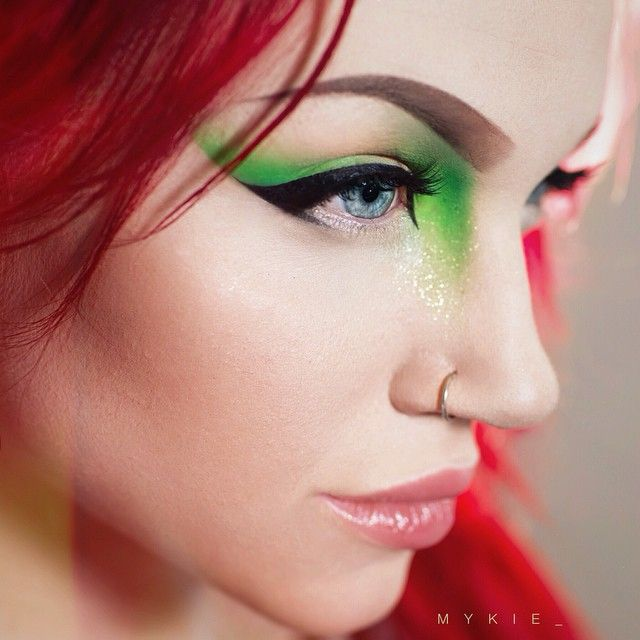 Thanks to the other day when I asked you guys what your favorite bright shadows were, I was lead to make my first @sugarpill purchase  this green sparkly pigment is Sparkage and this picture does it no justice, I am in love  Other proudcts: @illamasqua lashes in NO.17 @anastasiabeverlyhills Dipbrow in chocolate  @maccosmetics backtrack