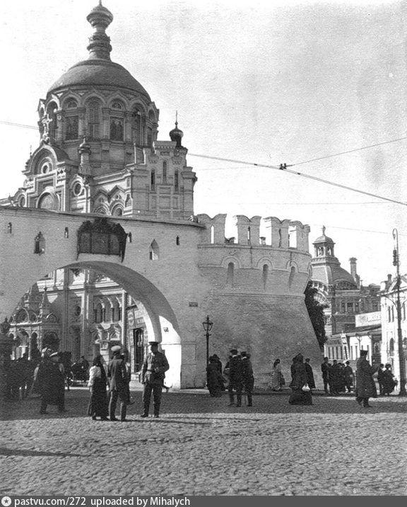 1907-1910 Вид на Проломные ворота Китай-города и Пантелеймоновскую часовню.