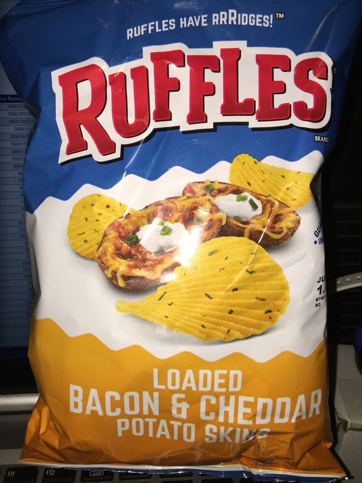 Ruffles loaded bacon & cheddar potato skins flavored potato chips