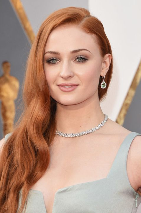 Oscars 2016: The Best Beauty Looks From the Red Carpet: Sophie Turner | allure.com