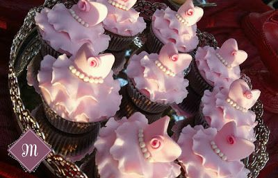 Ballerina cupcakes! Σκηνική επιμέλεια La Madrina !!!  https://www.facebook.com/LaMadrinaVrilissia/