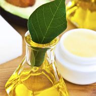 Avocado Oil For Skin That Glows ~ Great anti aging facial moisturizer (without the toxins I might add), and great for your hair!