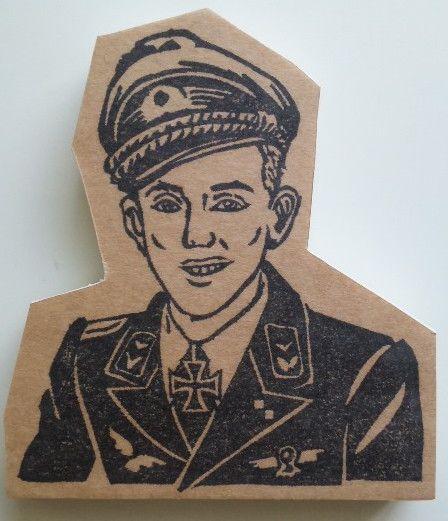 歴史・戦闘機?好きの友人からの依頼で製作しました。エーリヒ・ハルトマン(1922〜1993)ドイツ空軍の軍人。第二次世界大戦時のドイツ空軍のエース・パイロット... ハンドメイド、手作り、手仕事品の通販・販売・購入ならCreema。