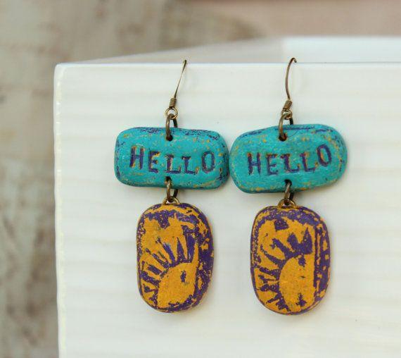 Hallo Sonnenschein Ohrringe, Polymer Clay Ohrringe, Handwerker Ohrringe, lange Ohrringe, Ohrringe in blau, Wort Ohrringe, Ohrringe lila, Sommer
