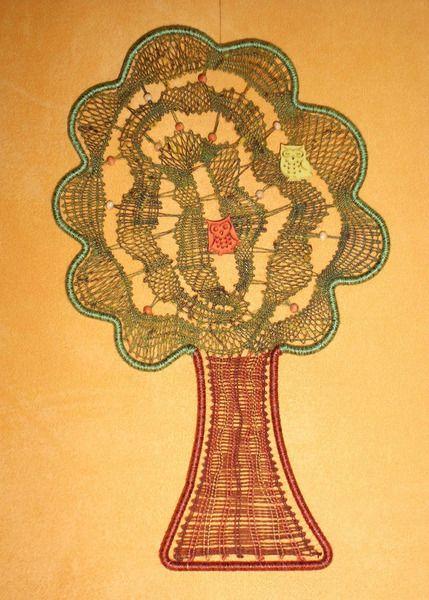 KC25 - handgeklöppeltes Fensterbild Baum von Kreative Klöppelideen auf DaWanda.com