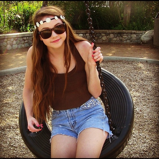 stilababe09 (Meredith) from you tube! She is all about feeling good about yourself! I love her1!!