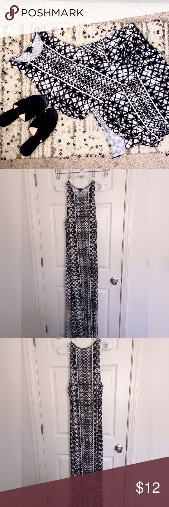 🌴🎀NEW🎀🌴 Sexy Black and White Maxi Dress figure-hugging slinky black and white patterned maxi dress by Mossimo that is sure to look great on your next date night!  ✨just trying to clean out my closet, make an offer and it's yours!✨ Mossimo Supply Co. Dresses Maxi