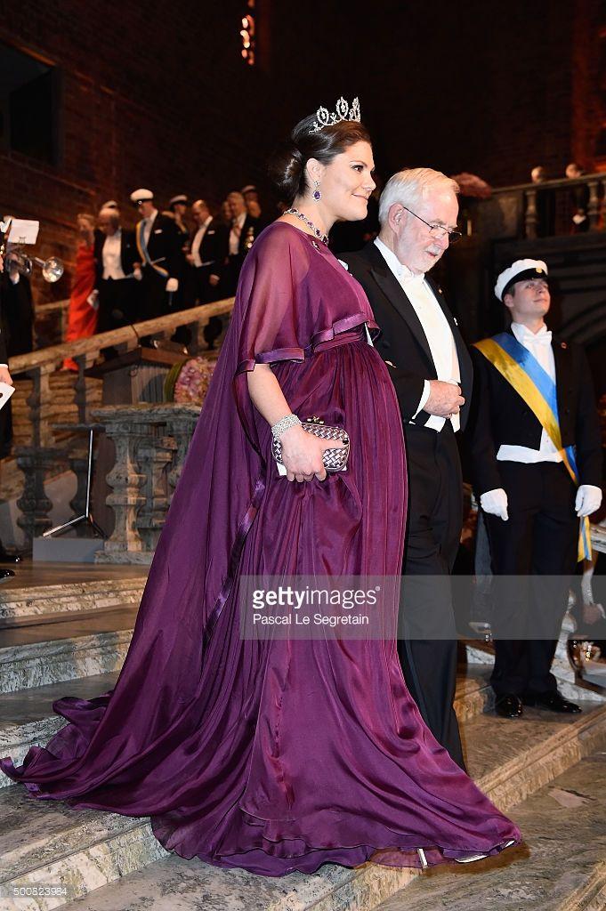 Kronprinsessan Victoria i mammaklänning, Nobel 2015.
