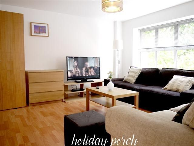 This Superior London Holiday Home is a 56 square meters (602.56 square feet) Two Bedroom apartment located on Tower Bridge Road in London.