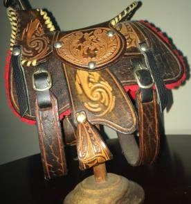 Sela de cavalo em miniatura Couro Trabalhado