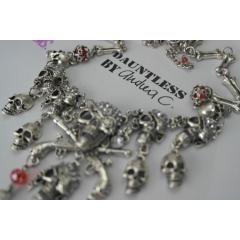 Collar De Calaveras Disponible en http://www.andreacardona.com.co/