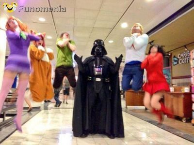amusing pictures - power to the Kryptonian Warriors #Kryptonian #darth #vader #starwars #market #funny #smile #amusing #pictures - Funomenia