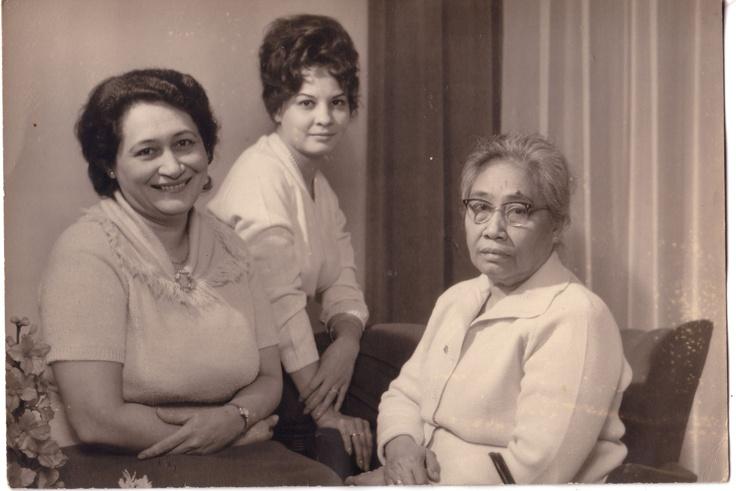 1962: drie generaties, Lin Scholte met haar dochter Asta en haar moeder Djemini.