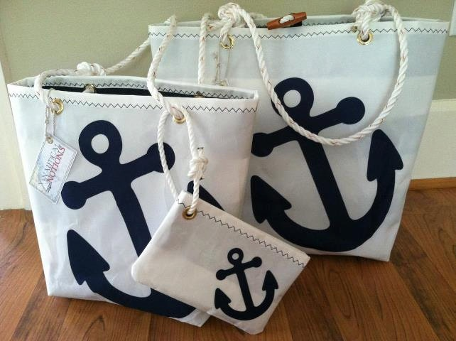 Ivy Tote-Anchor. awesome. http://www.etsy.com/shop/NauticalNotions?ref=seller_info