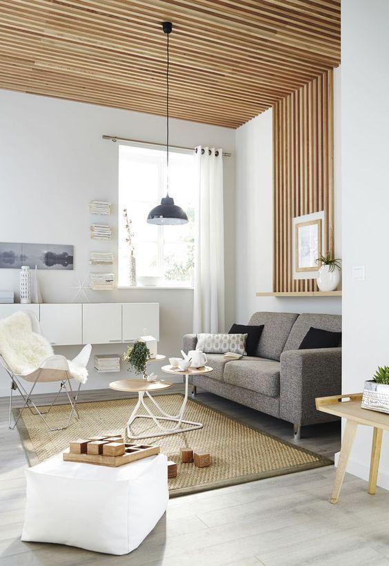 Délimiter un espace avec des tasseaux de bois verticaux