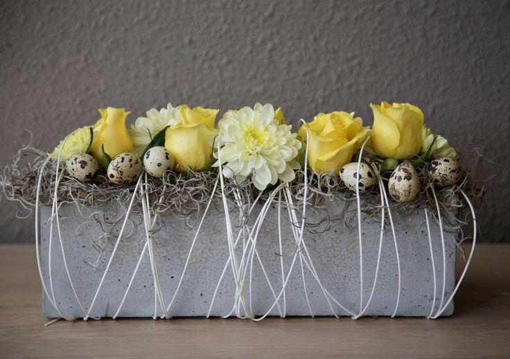 Lente in huis! #lente #bloemen #pasen #eitjes #bloemstuk #bloemschikken #rozen