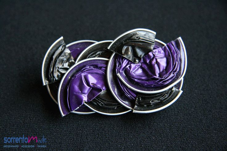 BLACK-VIOLET DELAUNAY PIN Spilla di capsule nere e viola ispirate a delaunay