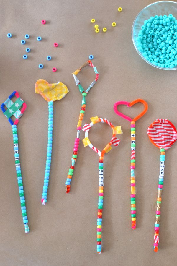 these pipe cleaner wands are the perfect open-ended craft for a group of children