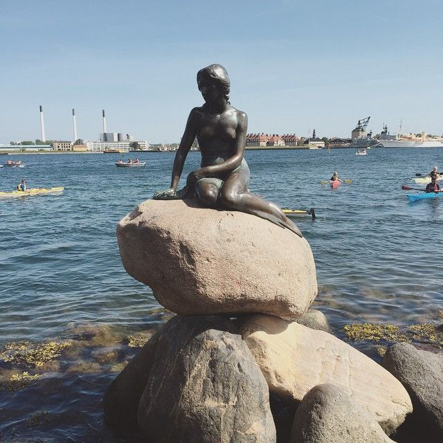 And we also said hello to this little lady  @agniessi #thelittlemermaid #denlillehavfrue #østerbro #københavn #copenhagen #sightseeing #and #walking #15km #yesterday #happy #reunion