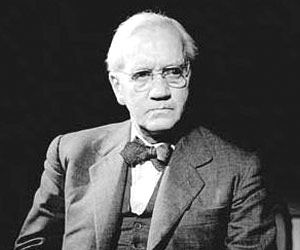 """Famous Scientists - Biographies of World Famous Scientists Alexander Fleming was a great Scottish biologist and pharmacologist who made way for antibiotic medicines with his discovery of penicillin from the mould """"Penicillium notatum"""". Fleming's discoveries brought new hope to mankind in battling certain diseases and treating bacterial infections."""
