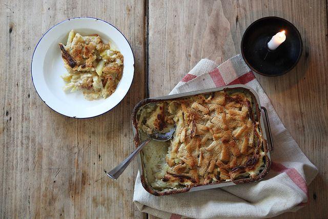 Janssons frestelse | Janssons verleidingEen echt klassiek Zweeds aardappel gerecht wat je op de meeste Zweedsekersttafels vindt. Dit ovengerecht van aardappels, sprot (een soortansjovis), ui en room is een heerlijk eenvoudig gerecht wat stamt van rond1900.