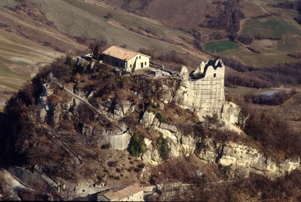 @ProvinciadiRE: #TheGreatBeauty in Italy is everywhere: Castello di #Matilde a #Canossa  #ITisME