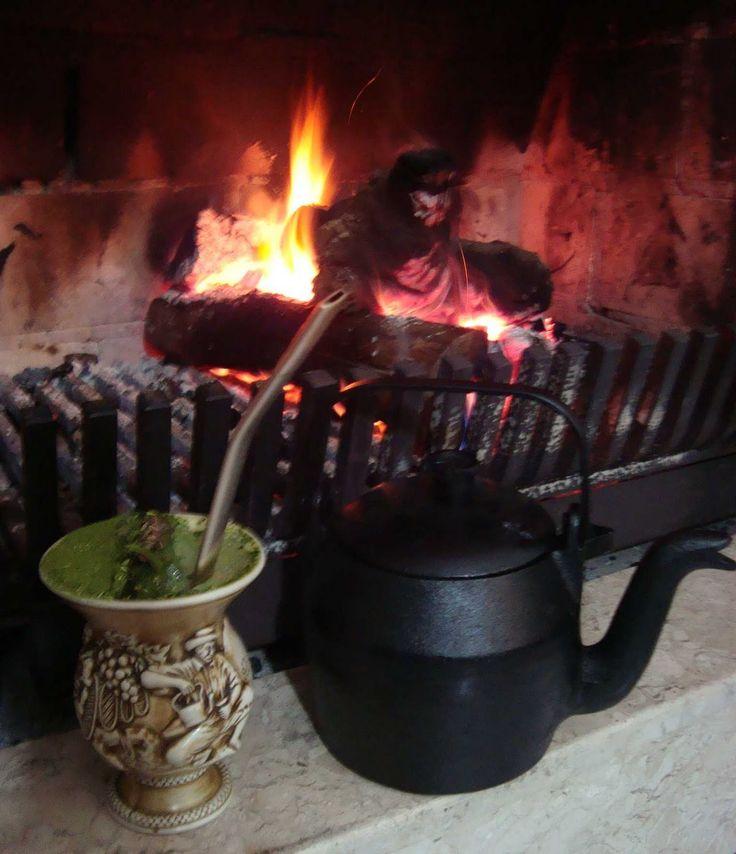 EU TOMO CHIMARRÃO...: Fazendo chimarrão/Making chimarrão