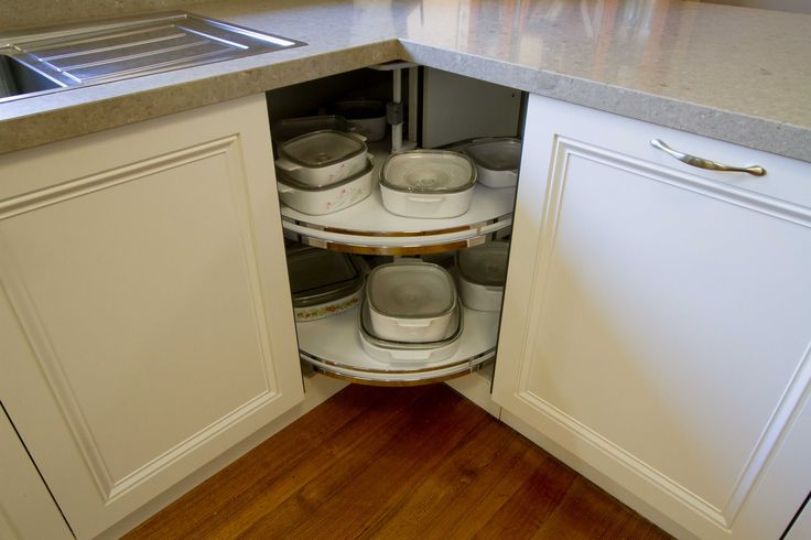 Traditional kitchen with Hafele, Revo 90 corner solution. www.thekitchendesigncentre.com.au @thekitchen_designcentre