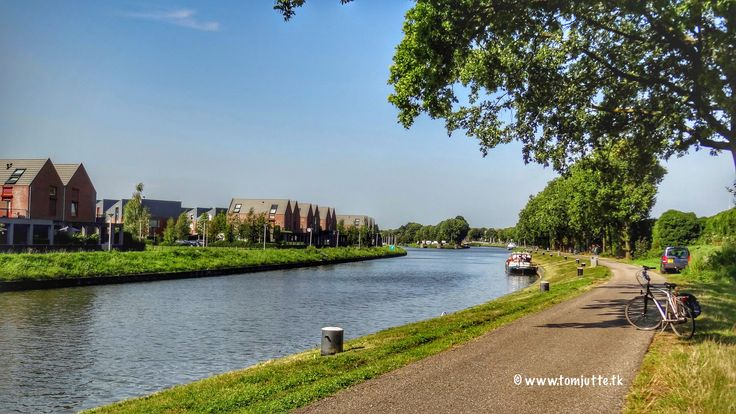 https://flic.kr/p/Ne8sFM | Merwedekanaal, Vianen, Netherlands - 4521 | The Merwede is a canal in the Dutch provinces of Utrecht and South Holland. It connects the Amsterdam-Rijn canal in Utrecht with the Boven Merwede south of Gorinchem and was opened in 1892. The canal between Vianen and Gorinchem actually dates from 1267, when it was a barge canal named Zederik.   ☛ This is what we saw during our Bicycle tours in the Netherlands, where we have cycled through the beautiful landscape. ©…