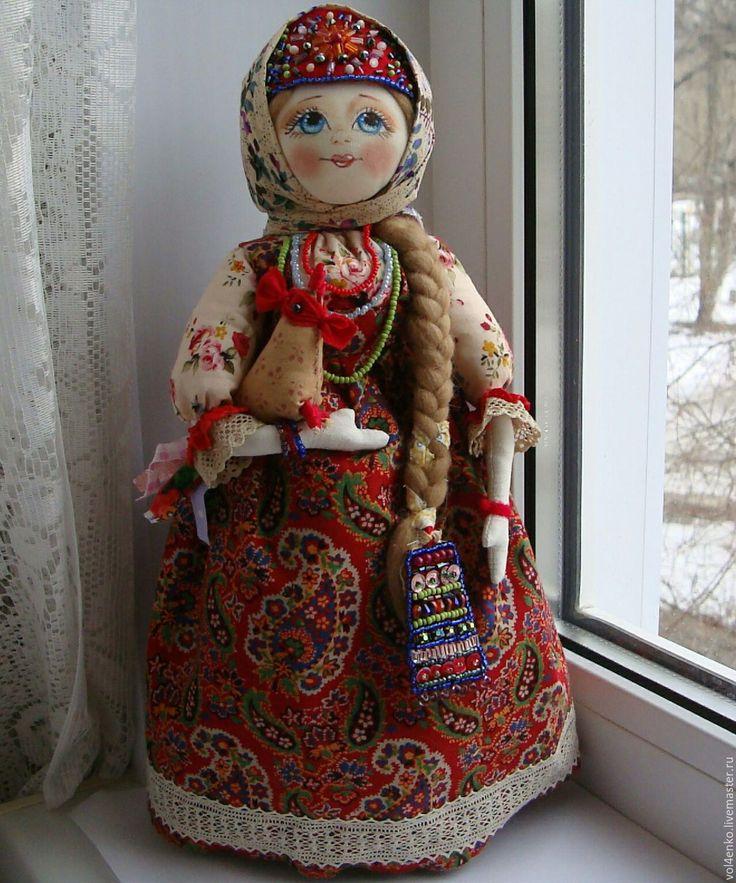 Купить или заказать Кукла в русском народном стиле 'Анфиса' .,повтор. в интернет-магазине на Ярмарке Мастеров. Кукла Анфиса -девка,красивая,на выданье.,кокошник и накосник /украшение косы/ расшиты бисером.Бисер на Руси появился в 18-ом веке,и увлекались им женщины всех сословий.Особенно нравились цветные стеклышки простым девушкам,бисер был недорог в сравнении с жемчугом и натуральными камнями,но можно было украсить свой наряд достойно.Вот и наша Анфиса не просидела зиму зря...